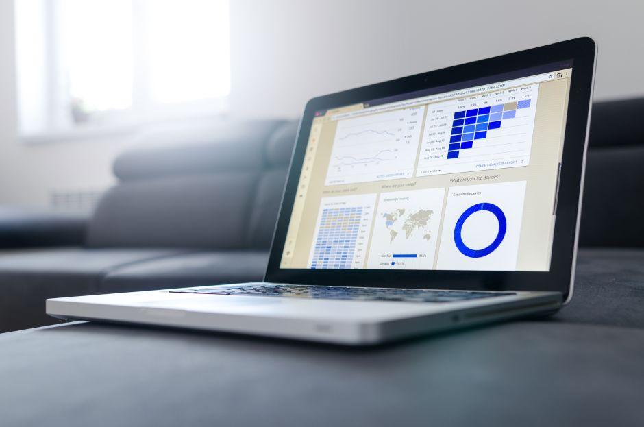 Computer portatile con grafici sullo schermo