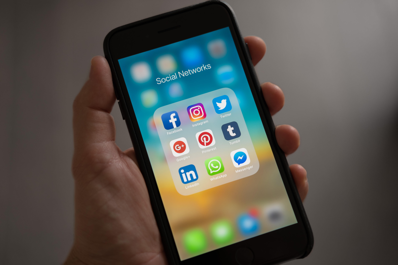 Afbeelding van smartphone in hand