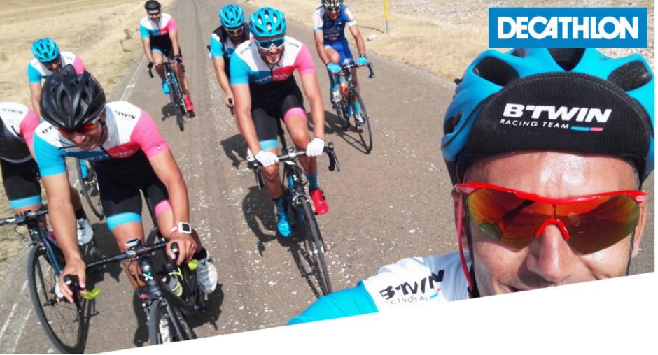 Ciclisti vestiti ed equipaggiati da Decathlon