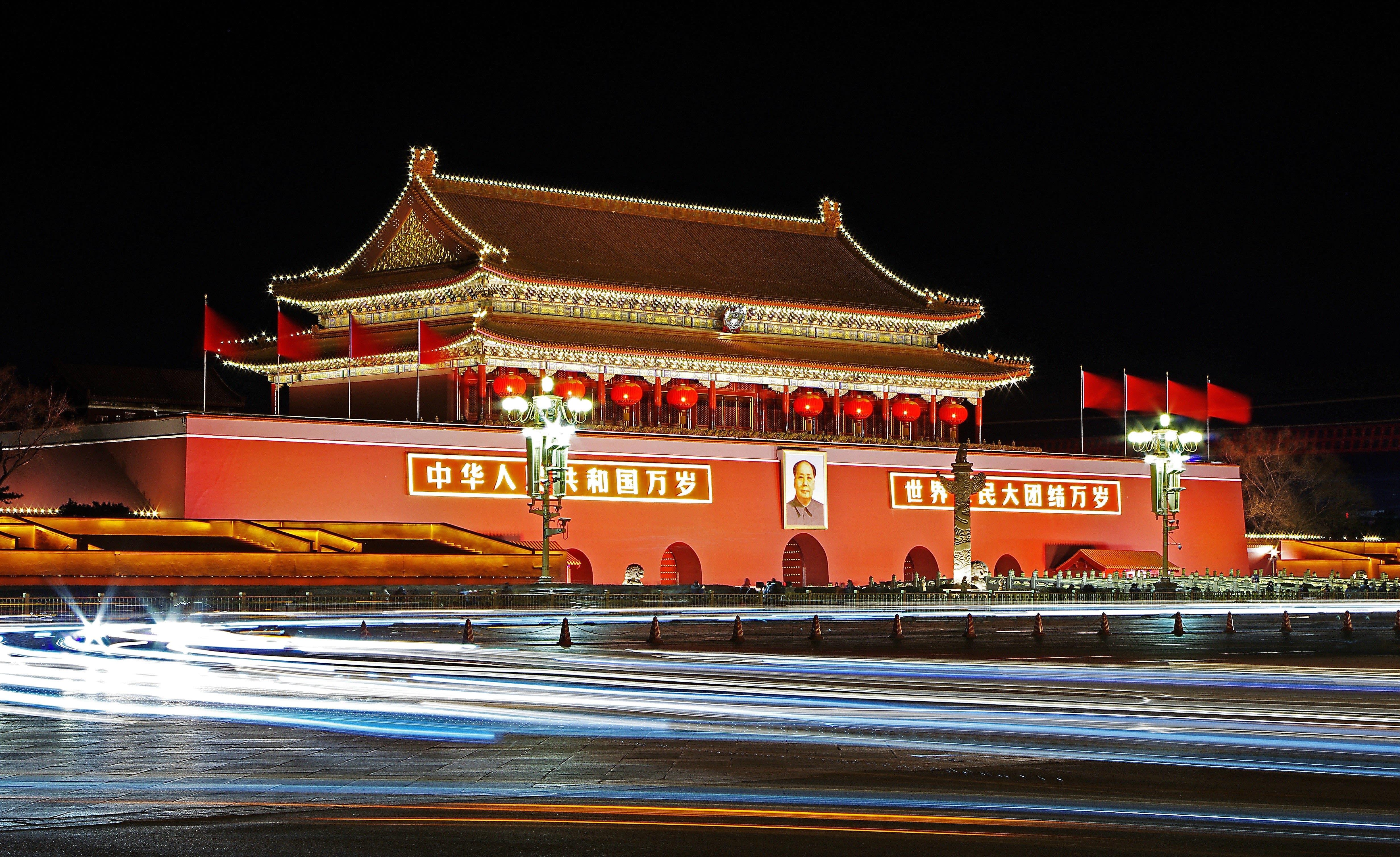 Tempio cinese illuminato di notte