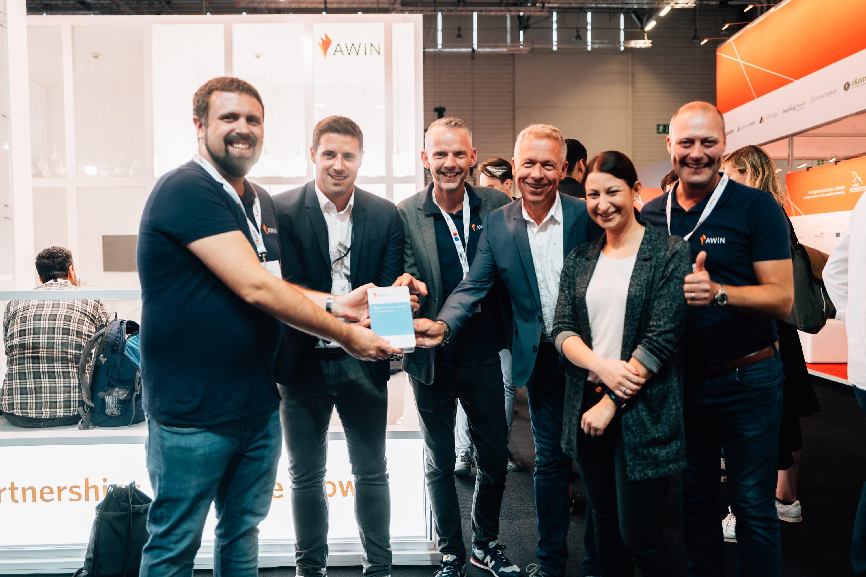 Artefact nimmt den Awin Agency Award entgegen