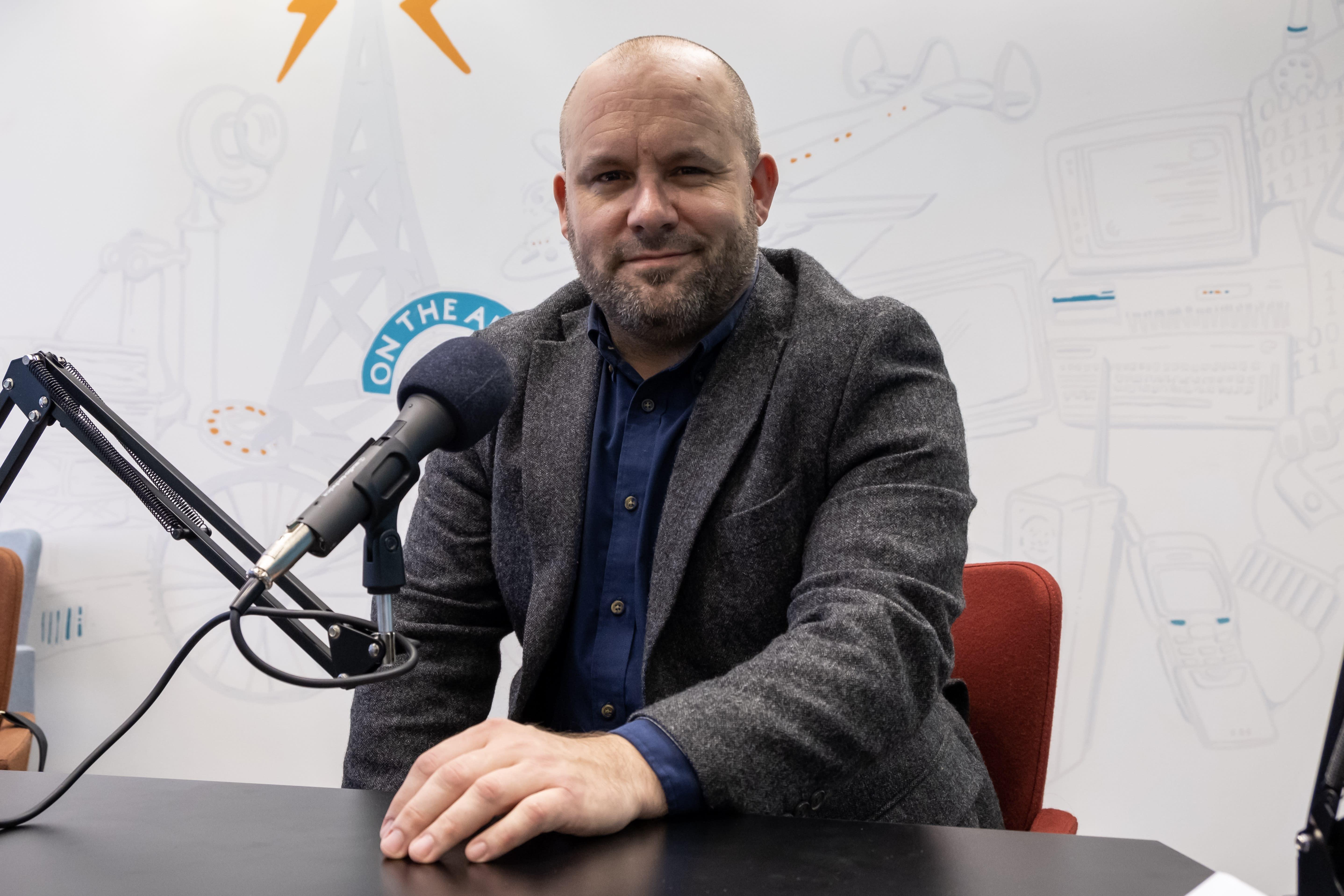 James White am Mikrofon