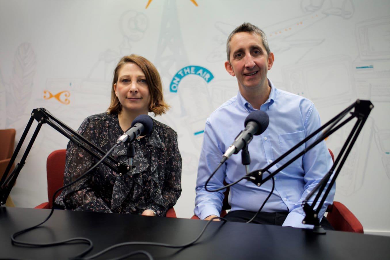 Kevin Edwards mit Kate Knight am Mikrofon