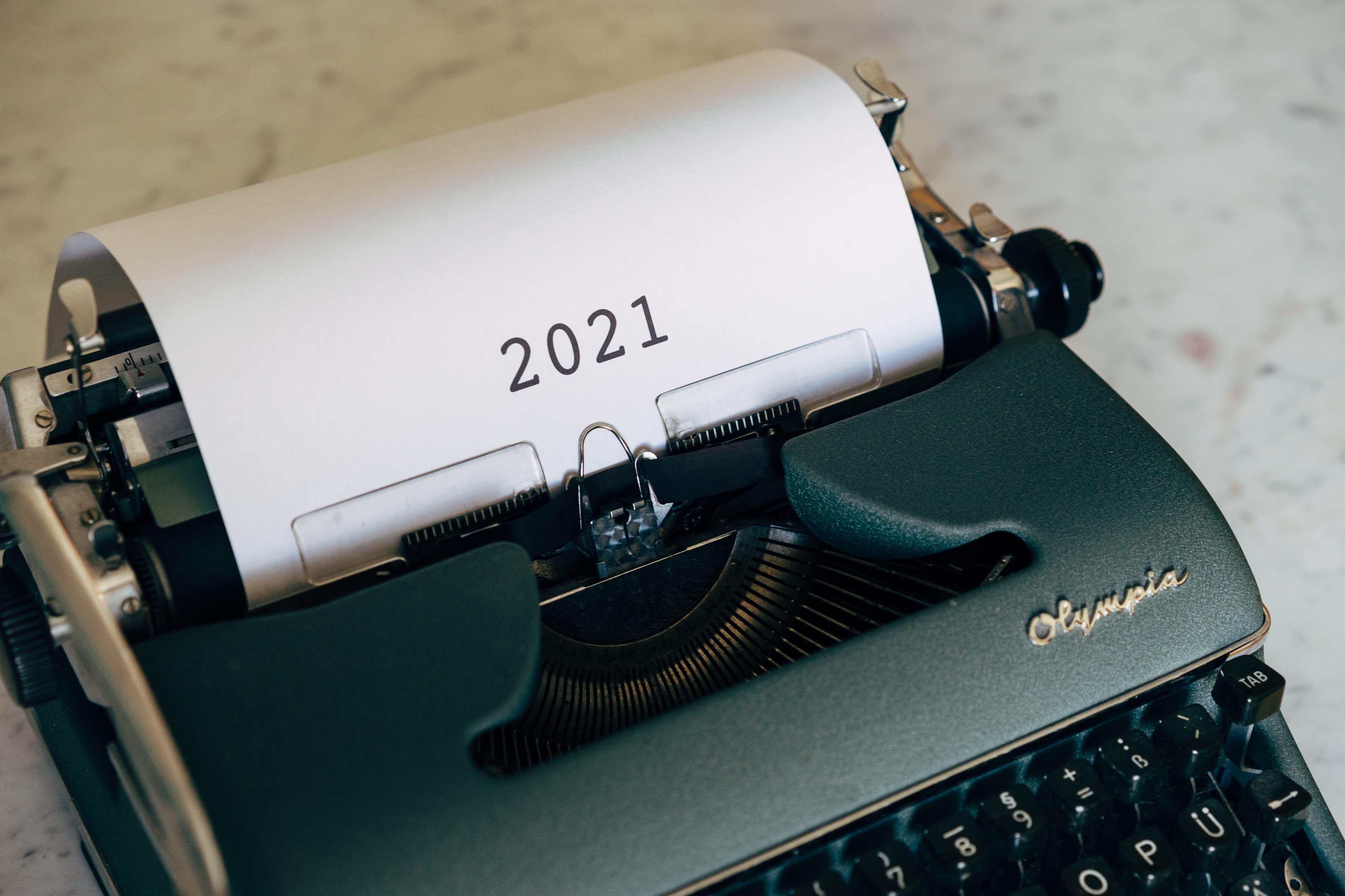 Schreibmaschine, die 2021 schreibt